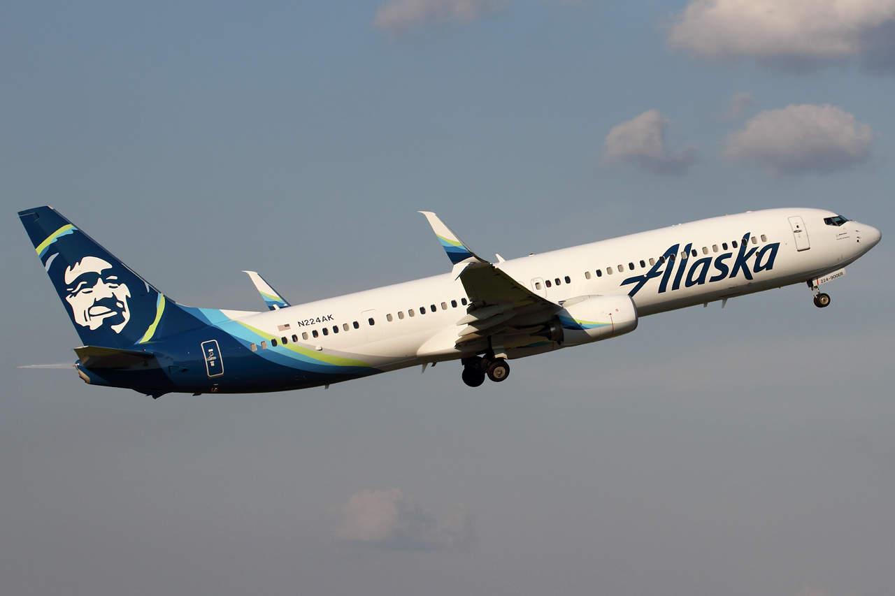 Passenger kicked off Alaska Airlines flight after catcalling Flight Attendant
