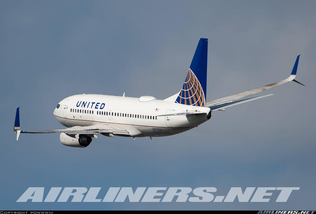 United Airlines postpones delivery of Boeing 737-700s