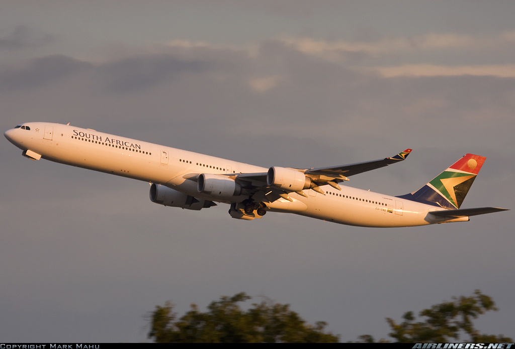 South African Airways Airbus A340-642 returns to JFK because of faulty flaps