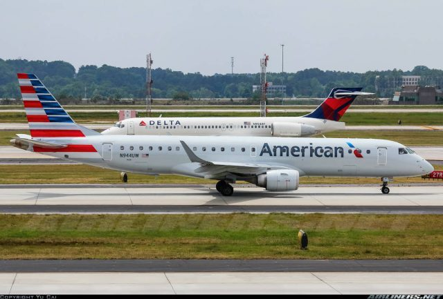 E-190-100IGW of American Airlines returns to San Antonio, unable to retract landing gears