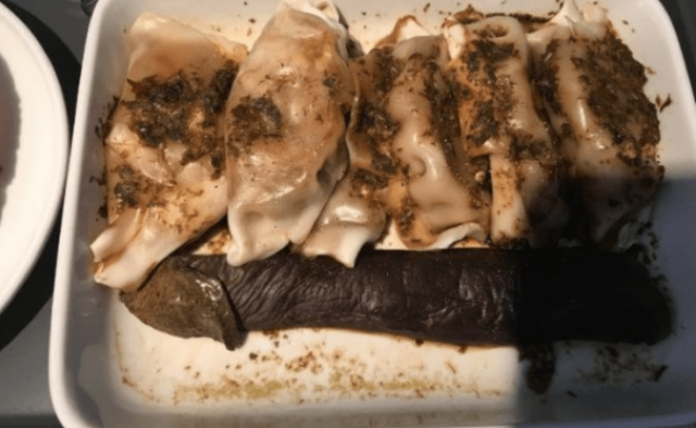 Qantas serves dildo shaped root vegetable to passenger