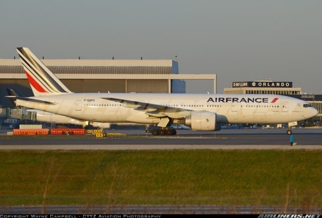 Boeing 777 face off at Toronto Pearson Intl.